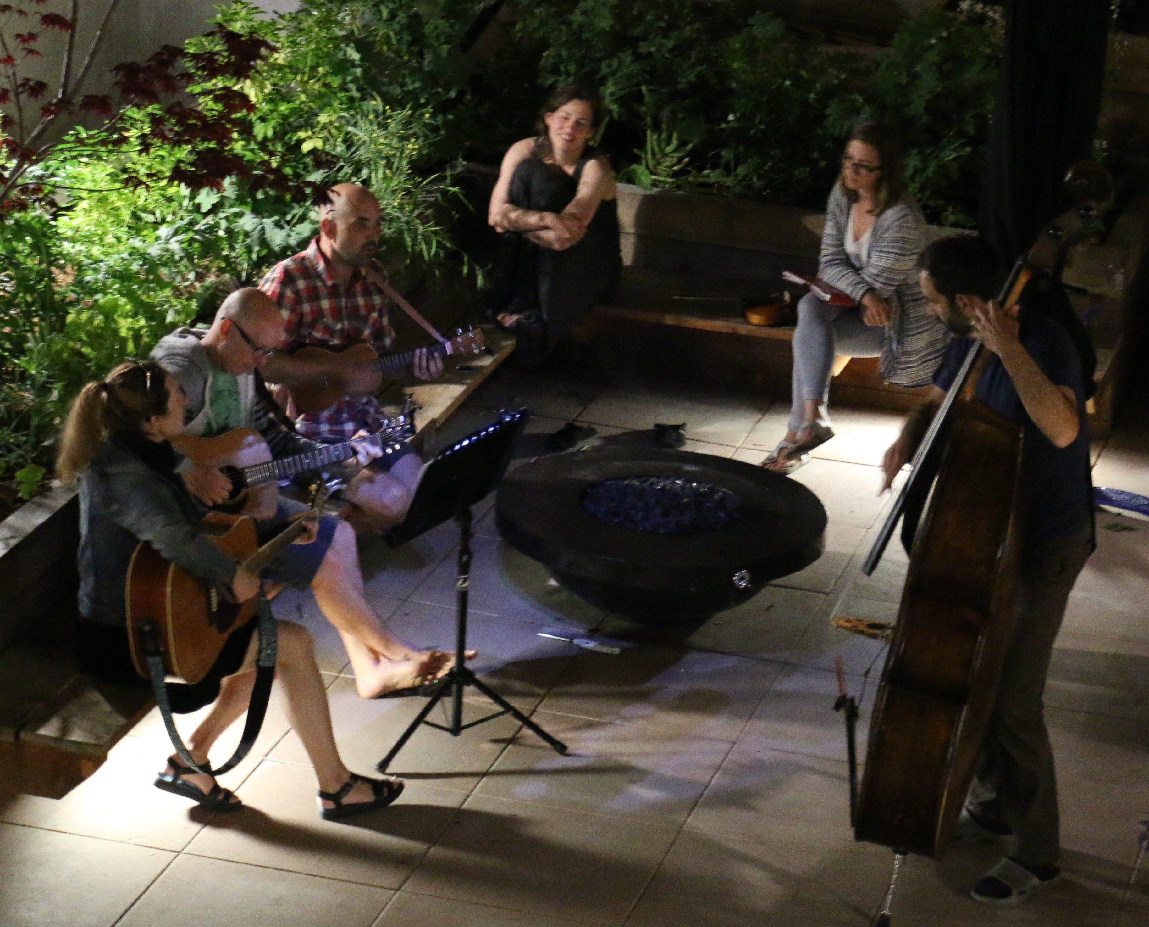 0 Courtyard concert 4