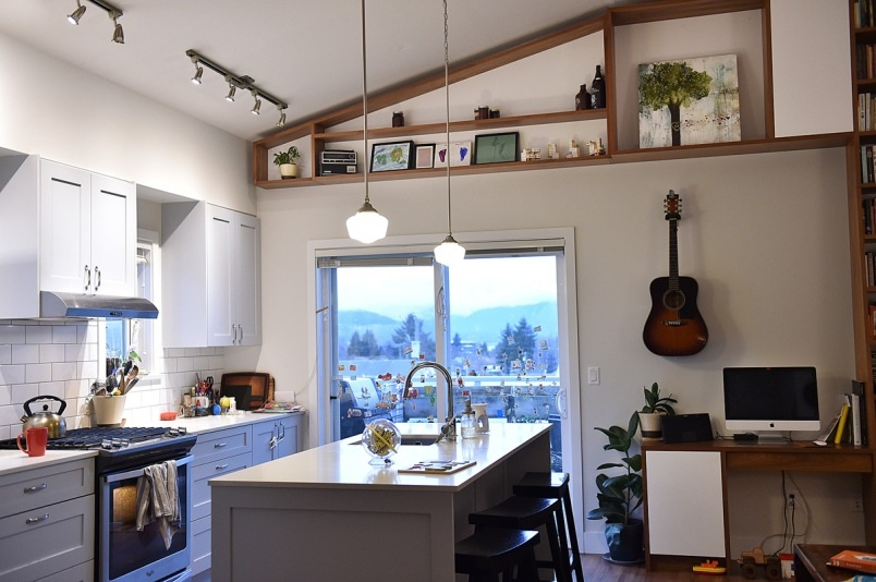 10ericka-stephens-rennie-live-in-an-850-square-foot-two-bedroom-apartment-at-vancouver-cohousing-pho