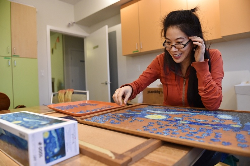 4vancouver-cohousing-resident-cyrena-huang-works-on-a-puzzle-in-the-craft-room-photo-dan-toulgoet